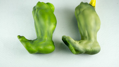 Avengers-Hulk-Unpainted-Kit-from-Dragon-03-Leg-Comparison