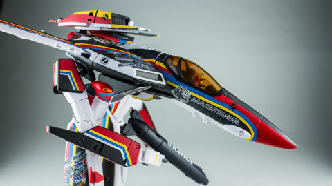 VF-1J Valkyrie Macross 30th Anniversary Paint Transformable-10