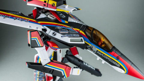 VF-1J Valkyrie Macross 30th Anniversary Paint Transformable-12