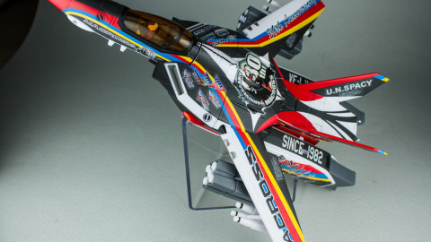 VF-1J Valkyrie Macross 30th Anniversary Paint Transformable-15