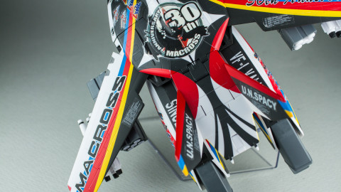 VF-1J Valkyrie Macross 30th Anniversary Paint Transformable-19