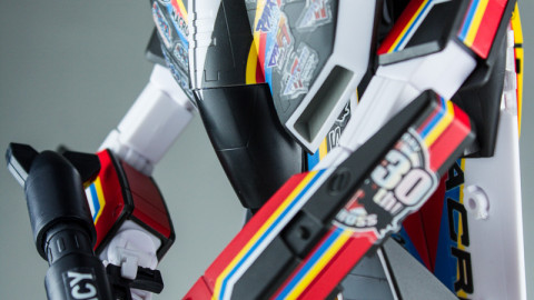 VF-1J Valkyrie Macross 30th Anniversary Paint Transformable-4