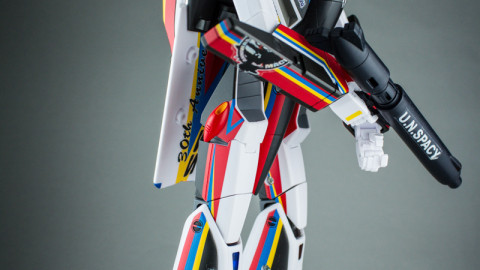 VF-1J Valkyrie Macross 30th Anniversary Paint Transformable-6