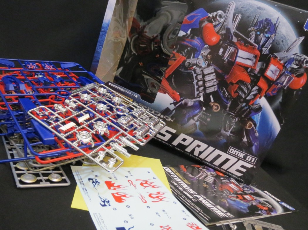 DMK-01 Optimus Prime by Takara Tomy (Part 1: Unbox)