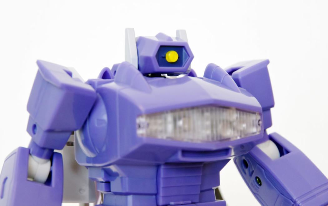 Transformers Masterpiece MP-29 Laserwave (Shockwave) by Takara Tomy (Part 2: Review)
