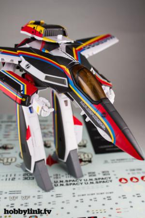 1-60 VF-1J Valkyrie Macross 30th Anniversary Paint Transformable-2